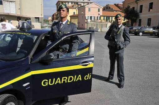 смотреть секс по итальянски в парке на глазах у полицейского