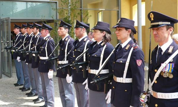 Смотреть секс по итальянски в парке на глазах у полицейского 3 фотография