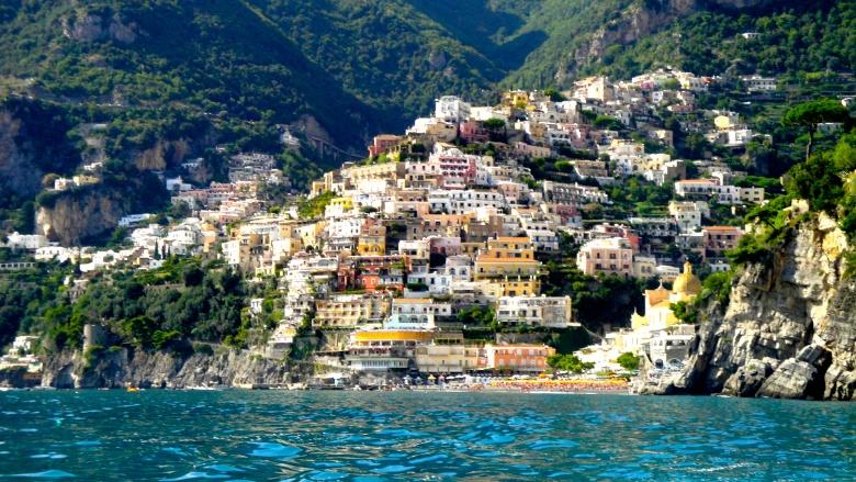 Купить дом на берегу средиземного моря италия