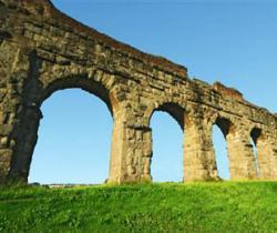 Акведук Aqua Marcia в Риме