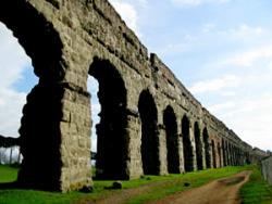 Акведук Аква Аппия в Риме