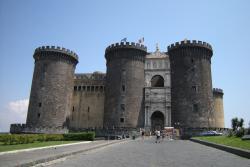 Кастель Нуово в Неаполе