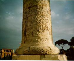Колонна императора Траяна в Риме