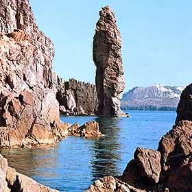 Эолийские острова - обелиск