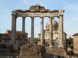 Храм Сатурна воздвигнут в честь победы над этрусками и в дар богу Сатурну