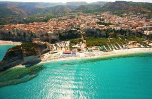 Пляж Тропеи  - вид с моря